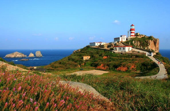 """4米,徒步上去看有""""远东第一大灯塔""""之誉的国际航标—— 渔山灯塔,是碧"""
