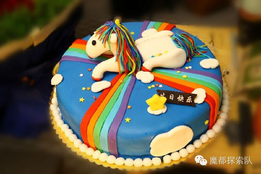 漂亮造型的蛋糕和巧克力模具