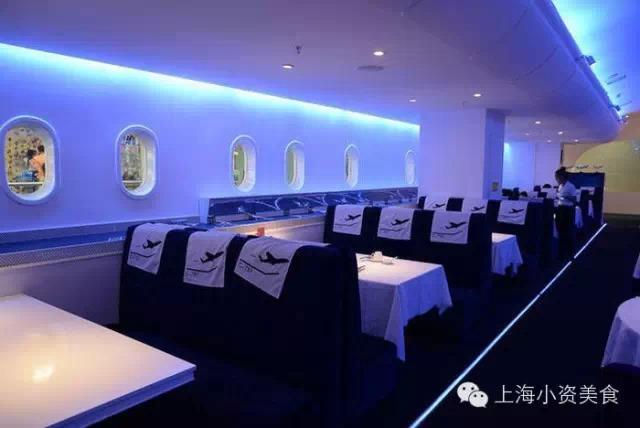 c-787飞机主题餐厅,入门是个登机口,餐厅的装饰摆设和菜单都充满飞机