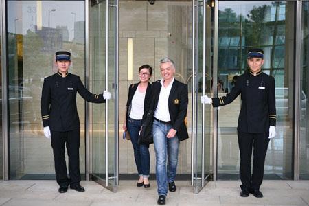 """会德丰国际广场是上海首家推出世界水准""""管家式物业管理""""服务的写字楼"""